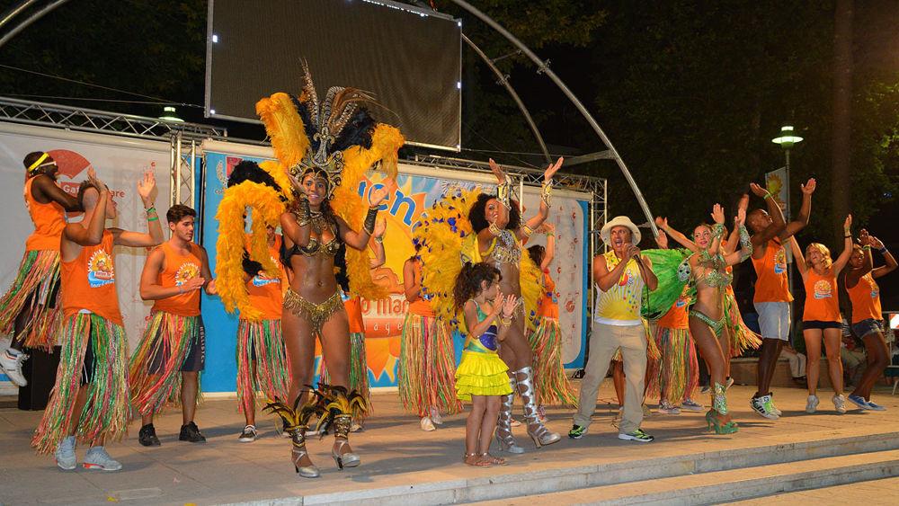 Gatteo mare la settimana del carnevale parte con la parata brasiliana eventi a cesena - La parata bagno vignoni ...