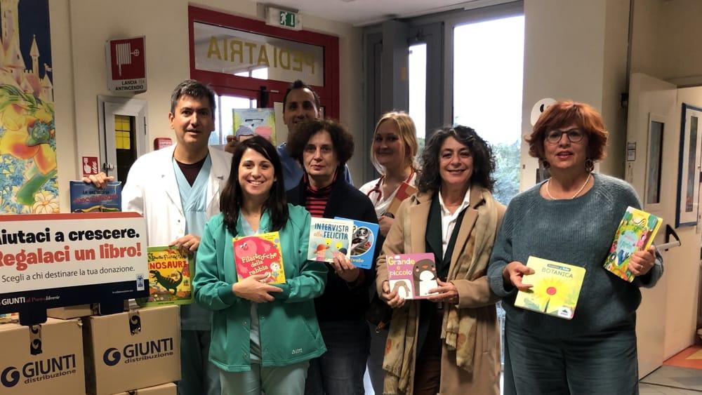 """Donati 2000 volumi alle aree pediatriche di Cesena grazie a """"Aiutaci a crescere, regalaci un libro"""" - CesenaToday"""