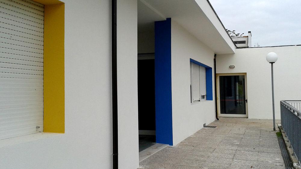 Tetti coibentati giochi sistemati e muri tinteggiati for Muri colorati moderni