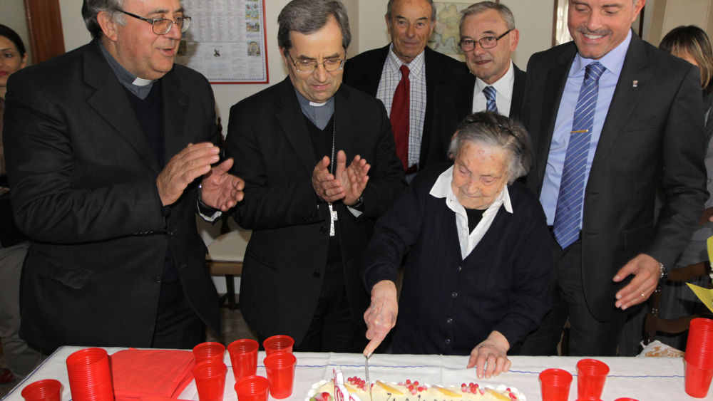 Compleanno super per renata bianchi la decana di cesena compie 110 anni - Bagno renata cesenatico ...