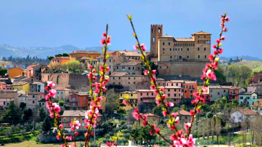 Cosa fai nel weekend si festeggia la primavera tra ville - Gambettola divano ...